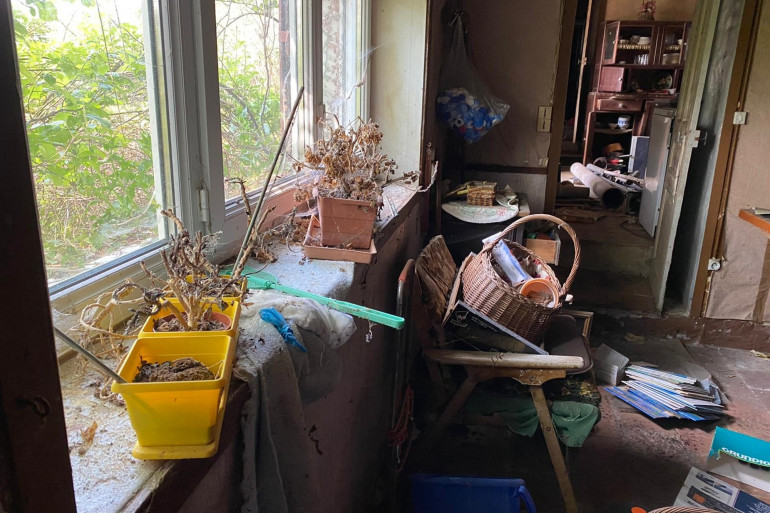 Tony a visité cette maison abandonnée depuis près de 8 ans près d'Alençon.