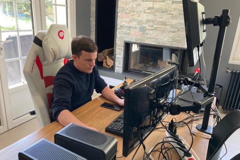 Brice Augras, un jeune homme de 30 ans, traque les failles informatiques des entreprises, à leur demande