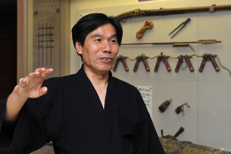 Photo de Jinichi Kawakami prise le 29 juin 2012 au musée Ninja Iga, au Japon.