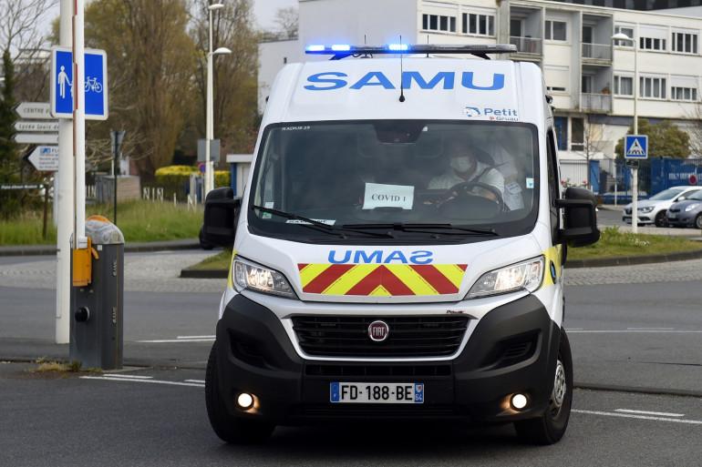 Photo d'une camionnette du Service d'aide médicale d'urgenue (SAMU), prise le 29 mars 2020, à Bayonne. (Illustration)