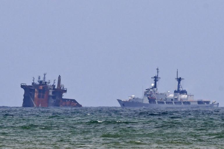 porte conteneur MV X-Press Pearl coulant au large des côtes sri-lankaises le 4 juin 2021