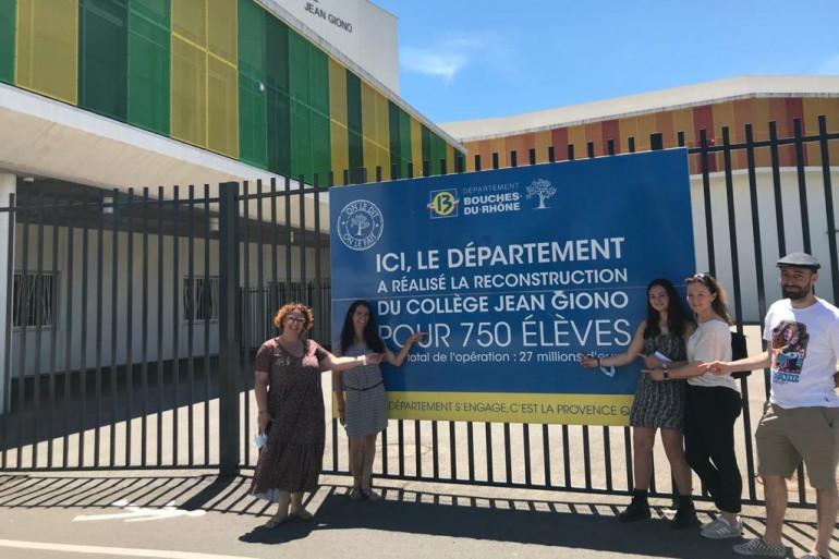 À Marseille, des parents mobilisés pour lutter contre le manque de personnel au collège.