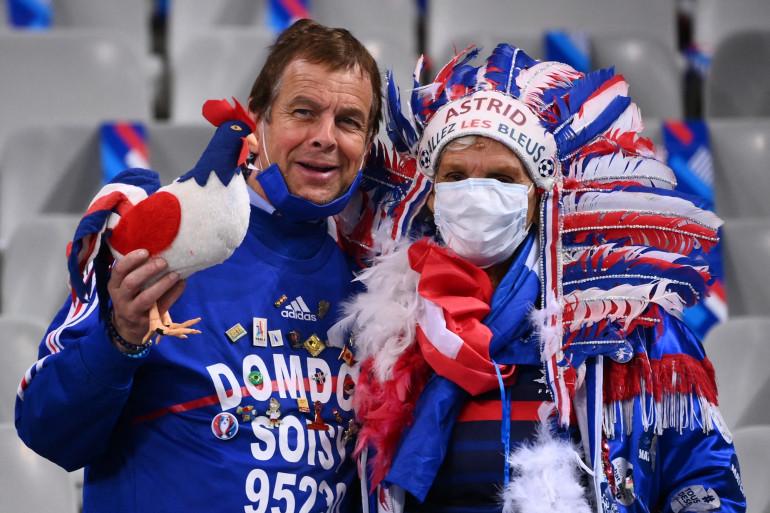 Des supporters des Bleus au Stade de France le 7 octobre 2020