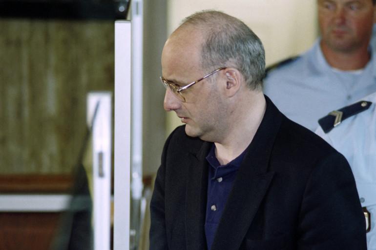 Jean-Claude Romand arrive à son procès le 25 juillet 1996.