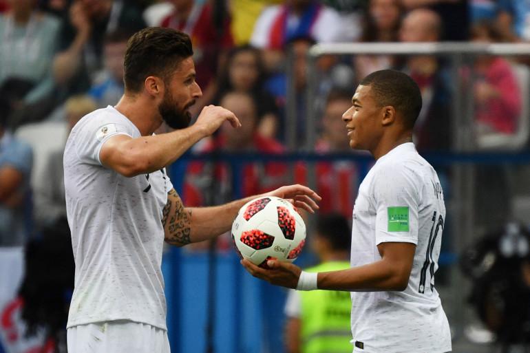 Olivier Giroud (gauche) et Kylian Mbappé (droite) lors du match France-Uruguay à la Coupe du monde 2018 en Russie.