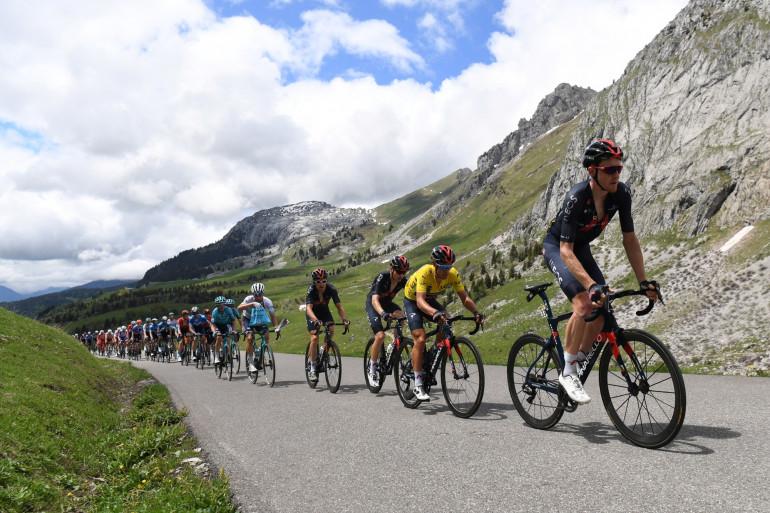 Le peloton du Critérium du Dauphiné le 6 juin 2021