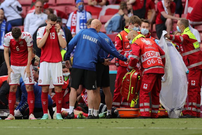 Les secours sont rapidement intervenus auprès du joueur, après son grave malaise cardiaque survenu sur le terrain.
