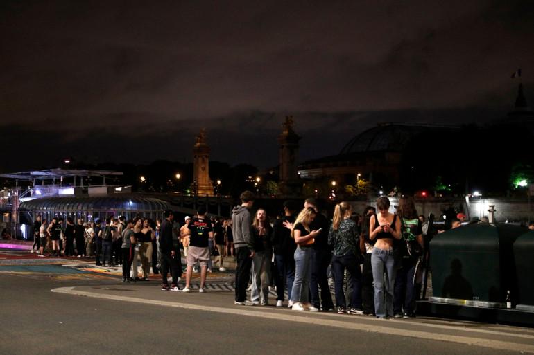 Des centaines de jeunes se sont réuni aux Invalides les 11 et 12 juin pour faire la fête (illustration).