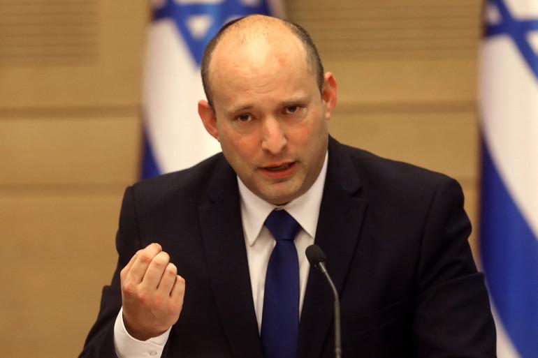 Le nouveau Premier ministre israélien Naftali Bennett prononce un discours devant le nouveau cabinet à la Knesset, à Jérusalem, le 13 juin 2021.