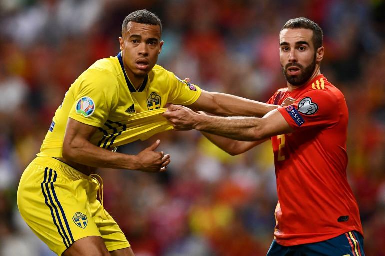 Le Suédois Robin Quaison au duel avec l'Espagnol Jordi Alba le 10 juin 2019 à Madrid