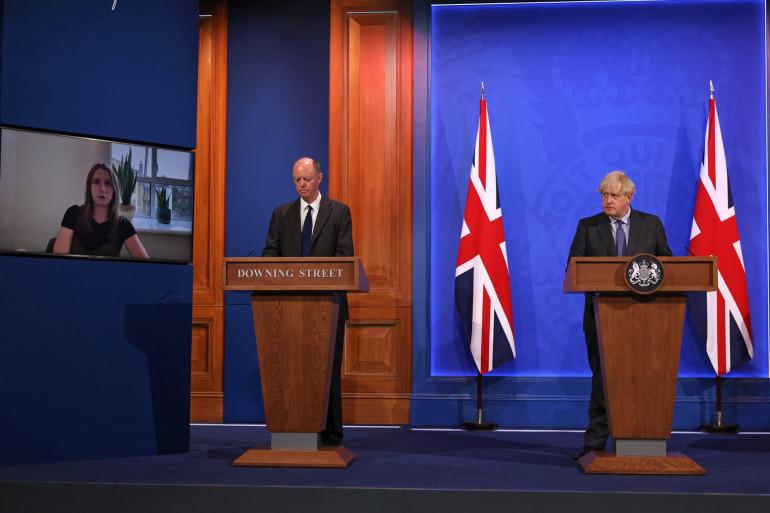 L'épidémiologiste Chris Whitty et Boris Johnson en conférence le lundi 14 juin