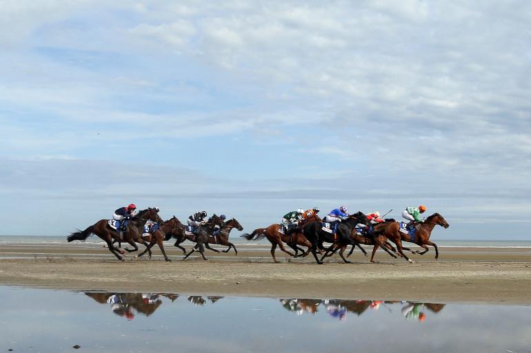 Une course de chevaux sur la plage de Laytown beach, en septembre 2016