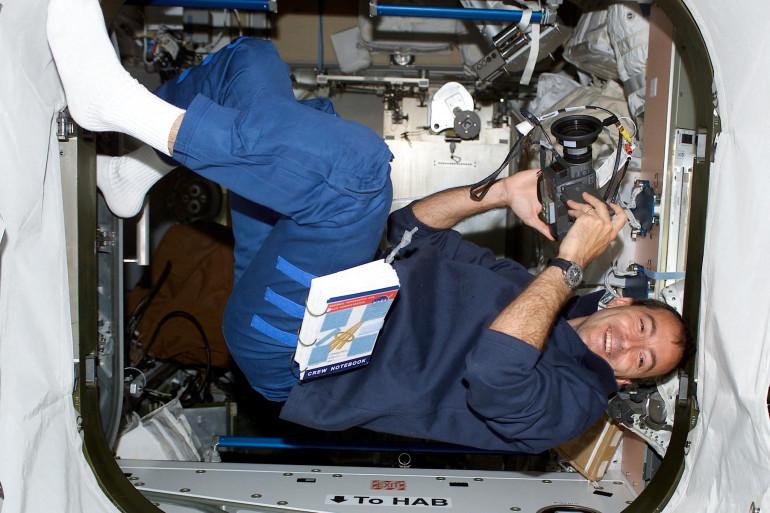 Le spationaute français Philippe Perrin à bord de l'ISS le 12 juin 2202