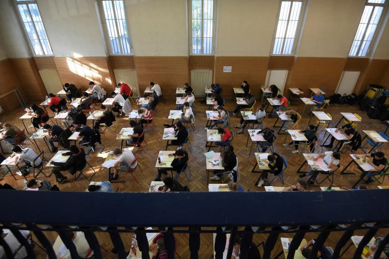 Des lycéens passent l'examen de philosophie. C'est la première session test du baccalauréat, le 17 juin 2019, au lycée Pasteur de Strasbourg, dans l'est de la France. (Illustration)