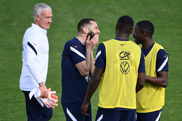 Karim Benzema et Ousmane Dembélé devant Didier Deschamps le 30 mai à Clairefontaine.