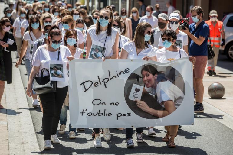 Des collègues et proches de Delphine Jubillar lors d'une marche blanche à Albi, le 12 juin 2021.