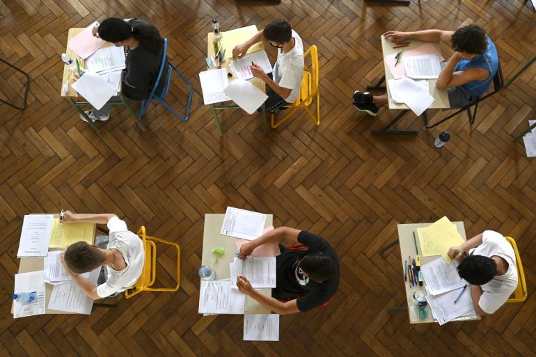 Des lycées passant leur épreuve du baccalauréat le 17 juin 2021.