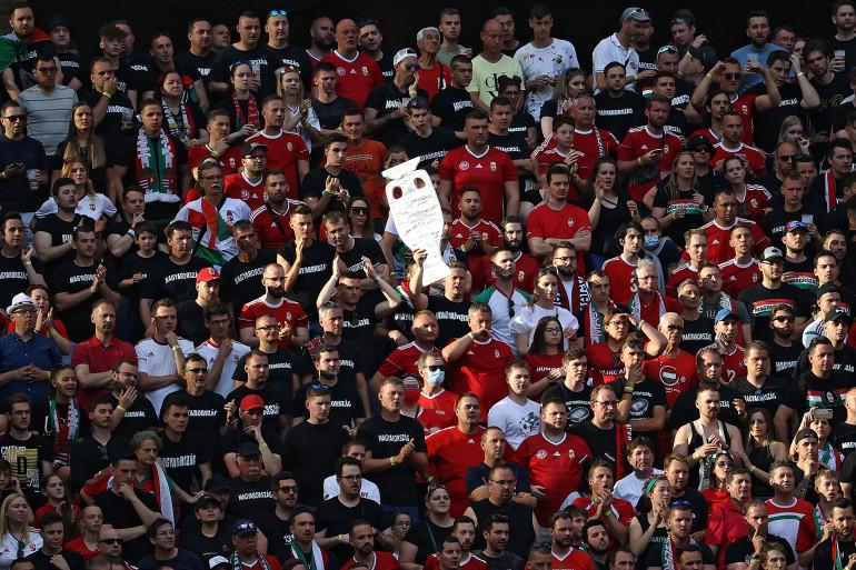Des supporters hongrois lors du match de l'Euro 2021 face au Portugal.
