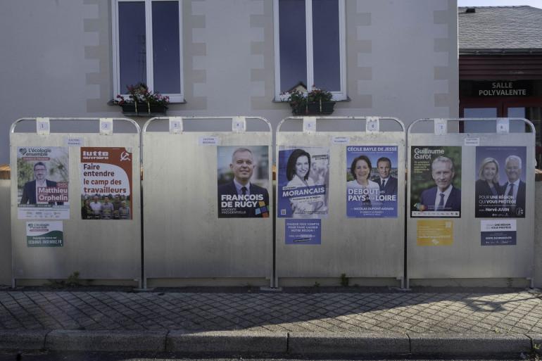 Des panneaux d'affichage.