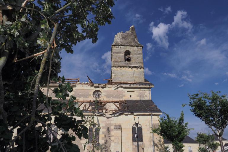 En Indre-et-Loire, le toit de l'église de Saint-Nicolas-de-Bourgueil s'est envolé après le passage d'un épisode orageux, le samedi 19 juin 2021
