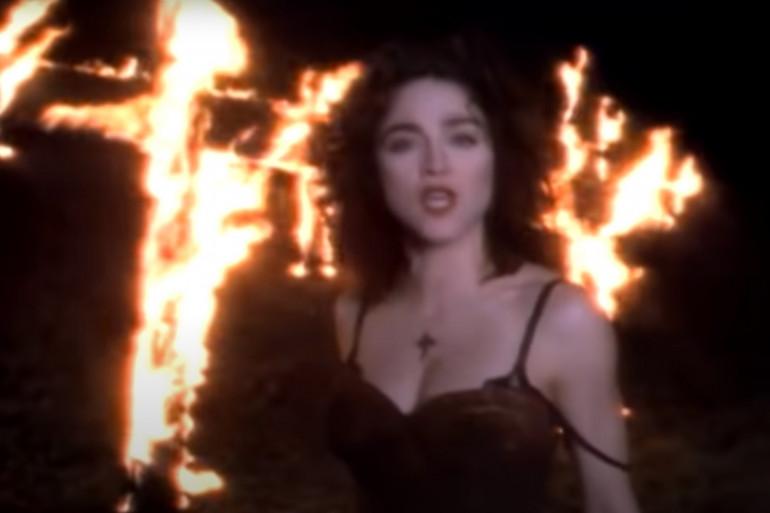 """""""Like a Prayer"""" : le clip de Madonna qui choque l'Amérique"""