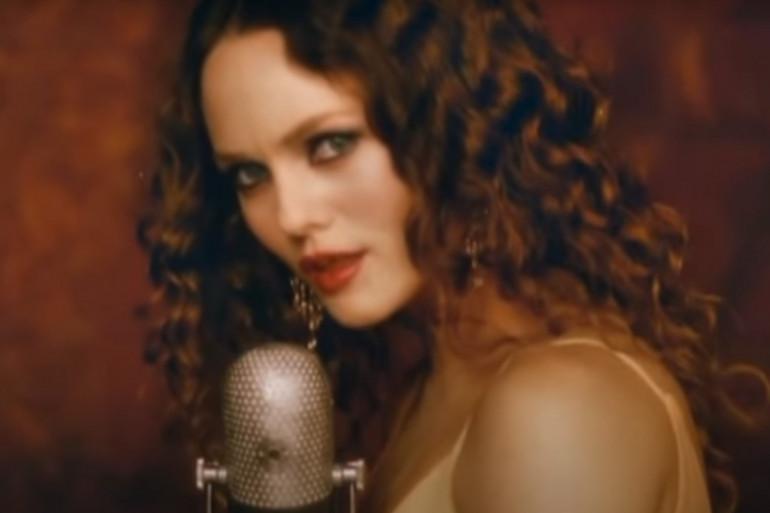 """Vanessa Paradis dans son clip """"L'incendie"""""""