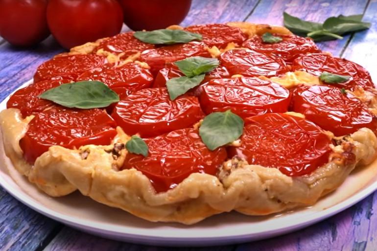 Cyril Lignac dévoile sa recette de la tarte tatin aux tomates