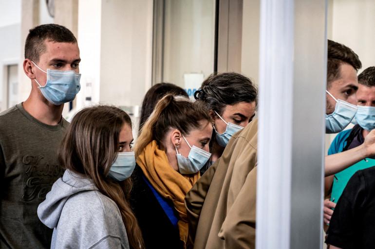 Valérie Bacot arrivant au procès en compagnie de ses enfants le 21 juin 2021.
