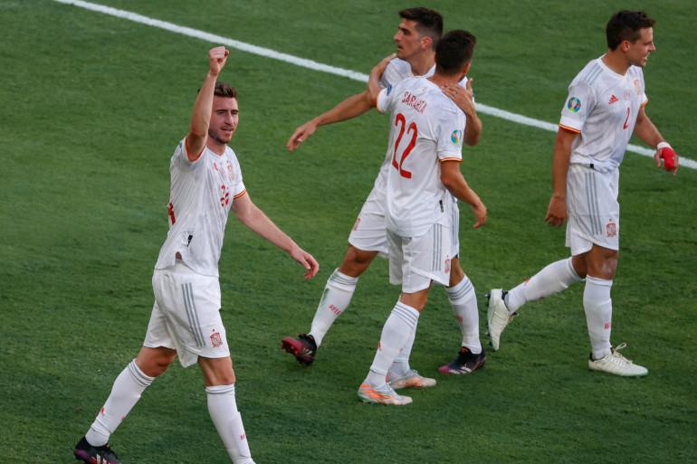 Aymeric Laporte poing levé avec l'Espagne à Séville le 23 juin 2021