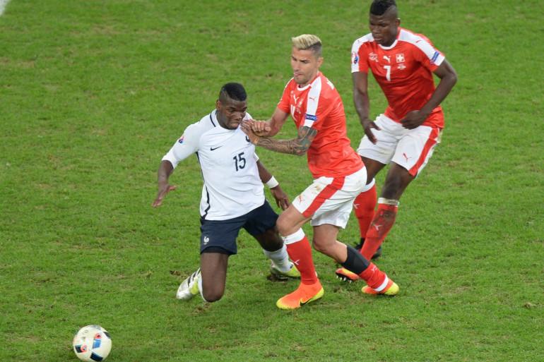 Paul Pogba avec les Bleus face aux Suisses le 19 juin 2016 à Villeneuve-d'Ascq