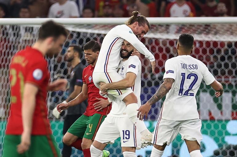 Antoine Griezmann dans les bras de Karim Benzema à Budapest le 23 juin 2021