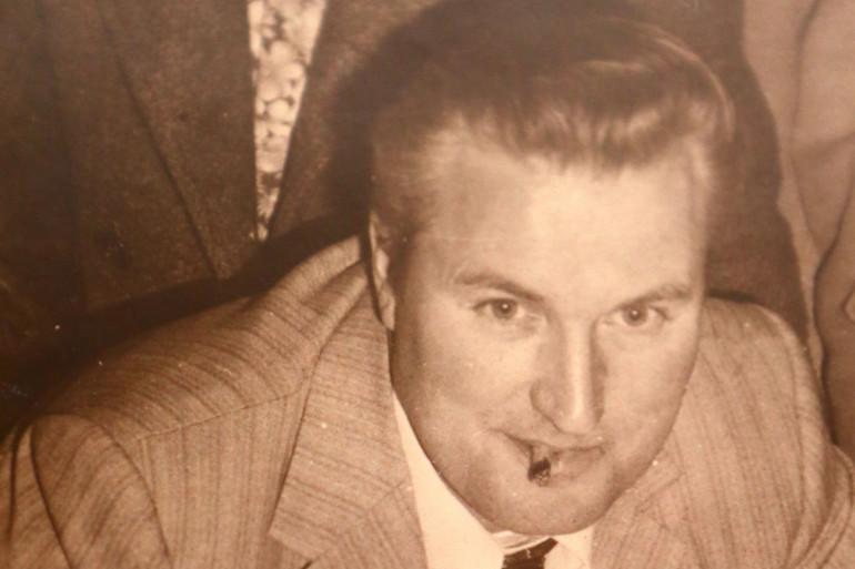 En janvier 1983, le corps d'Albert Lermoyer est retrouvé dans son lit.