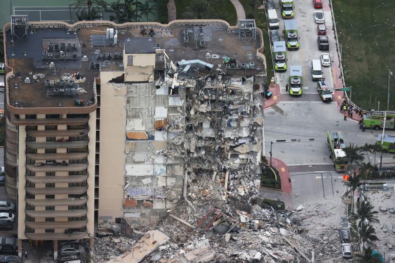 Un immeuble s'est effondré en Floride, aux États-Unis;