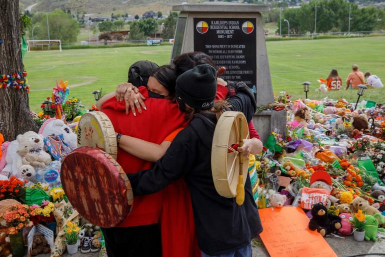 Cérémonie d'hommages aux enfants autochtones morts dans les pensionnats gérés par l'Eglise catholique jusque dans les années 1990, ici à Kamloops le 4 juin 2021, au Canada.