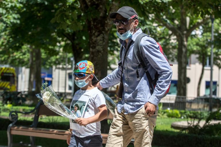Cédric Jubillar et son fils Louis lors d'une marche à Albi le 12 juin 2021.