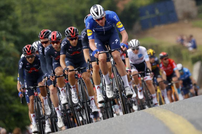 L'avant du peloton sur le Tour de France le 27 juin 2021