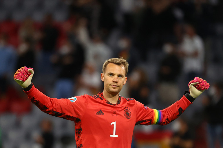 Le gardien allemand Manuel Neuer avec un brassard arc-en-ciel contre la Hongrie, le mercredi 23 juin.