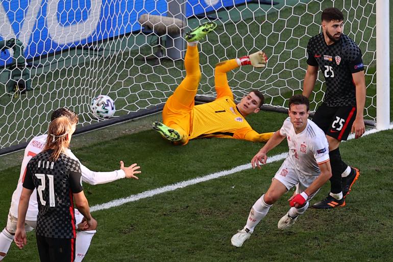 César Azpilicueta marque le deuxième but espagnol à Copenhague le 28 juin 2021