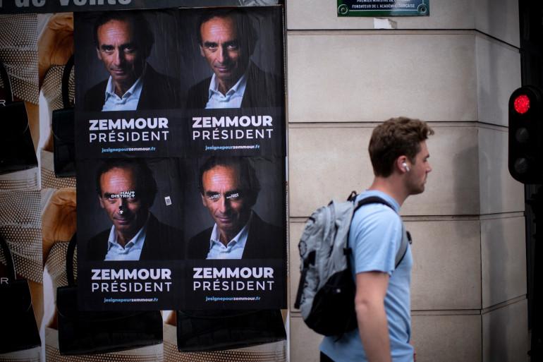 """Des affiches """"Zemmour président"""" collées dans plusieurs villes"""