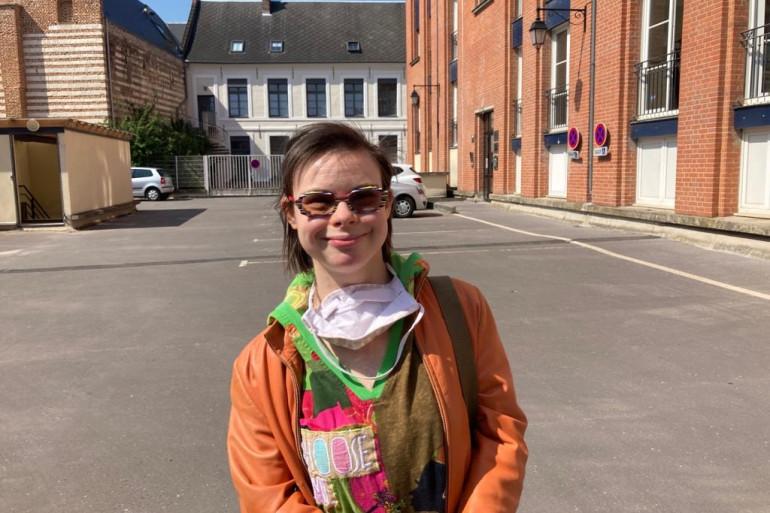 Eléonore Laloux, conseillere municipale à Arras et atteinte de trisomie 21