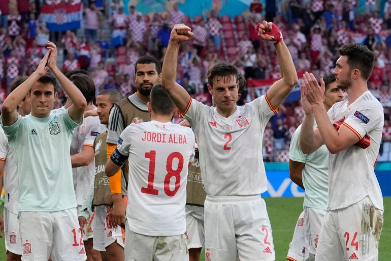 Les Espagnols célèbrent leur succès le 2 juillet à Saint-Pétersbourg