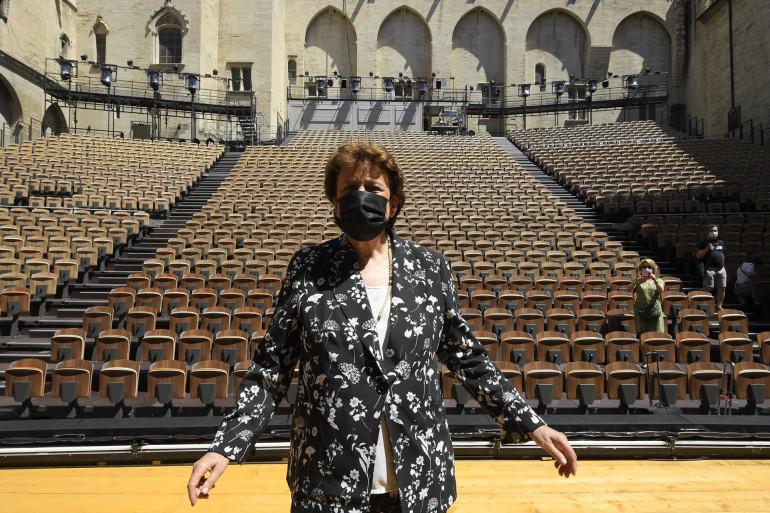 """Roselyne Bachelot dans la """"Cour d'honneur"""" du Palais des papes à Avignon"""
