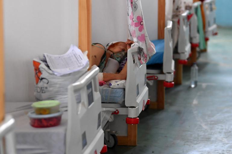Une femme tunisienne atteinte par le coronavirus hospitalisée dans un gymnase à Kairouan.