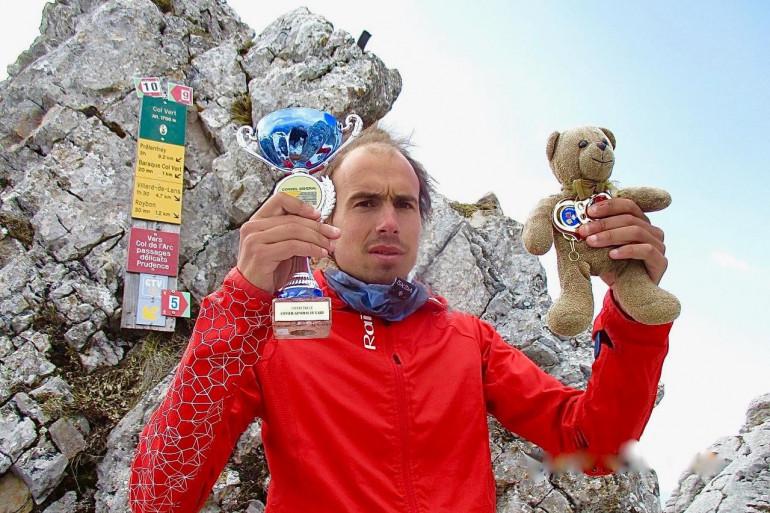 """Franck Derrien, """"l'autiste dés cimes"""" avec son fidèle ami Teddy"""