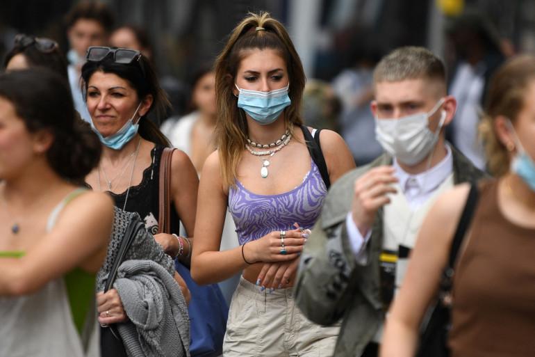 En Angleterre, alors que les dernières restrictions doivent être levées le 19 juillet, on craint une forte reprise de l'épidémie après la finale de l'Euro 2021, et à cause du variant Delta.