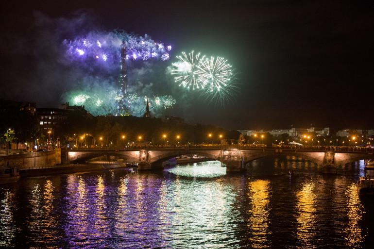 Un feu d'artifice sur la Tour Eiffel le 14 juillet 2020