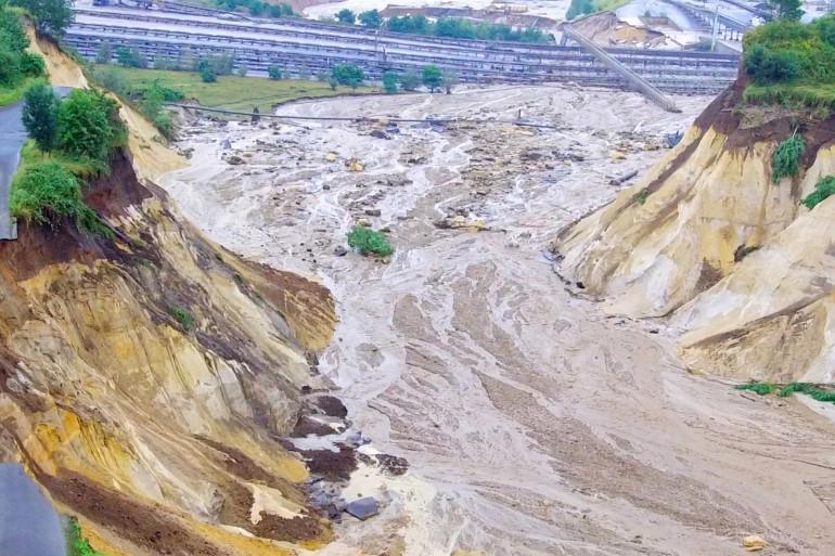 Photo de la rivière Inde, dans l'ouest de l'Allemagne, à la suite de fortes pluies. Les inondations qui s'acharnaient sur l'Europe ont tué au moins 59 personnes en Allemagne, le 15 juillet 2021.