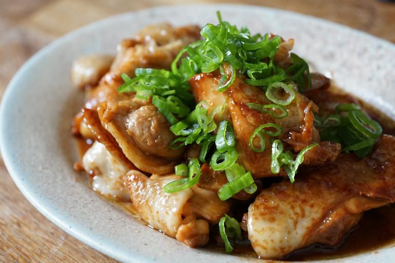 Du poulet cuit dans son jus (image d'illustration)