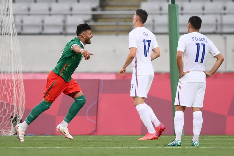 Le Mexicain Alexis Vega célèbre l'ouverture du score face aux Français Anthony Caci et Téji Savanier le 22 juillet 2021 à Tokyo
