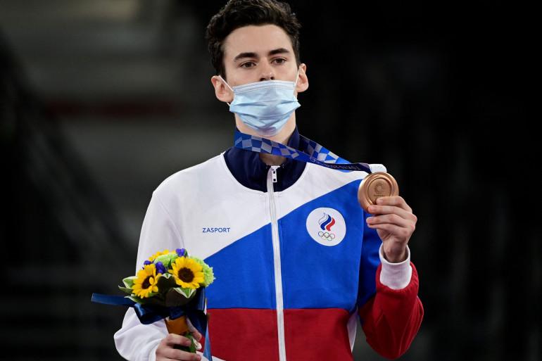 ARTAMONOV Mikhail avec sa médaille de bronze en taekwondo -58kg le 24 juillet à Tokyo.